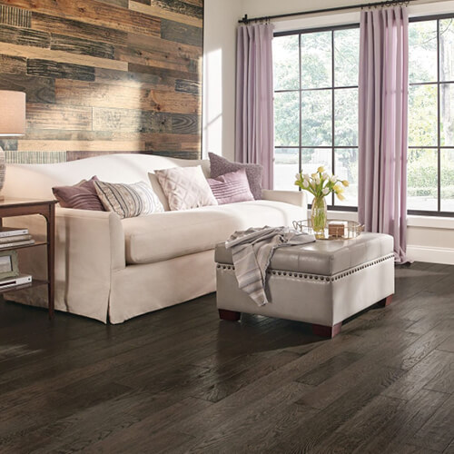 oak hardwood flooring in bedroom | Independent Floor Covering